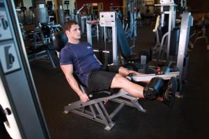 Выпрямление ног в тренажере, позиция 1