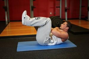 Скручивания с поднятыми ногами, позиция 0