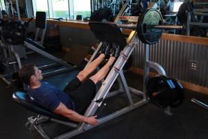 Подъем носков в тренажере для жима ногами, позиция 1