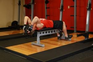 Поднятие диска, лежа головой вверх на скамье, позиция 0