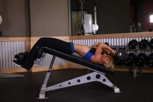 Комплексное упражнение на трицепс на наклонной скамье, позиция 3