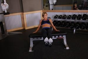 Подтягивание коленей к груди, позиция 1