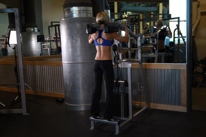 Подъем на носки в тренажере стоя - Упражнения - DailyFit
