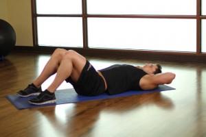 Растяжка ягодичных мышц (колено к груди), позиция 0