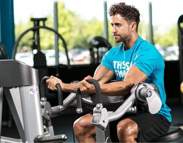 4 лучших упражнения для бицепсов на тренажерах